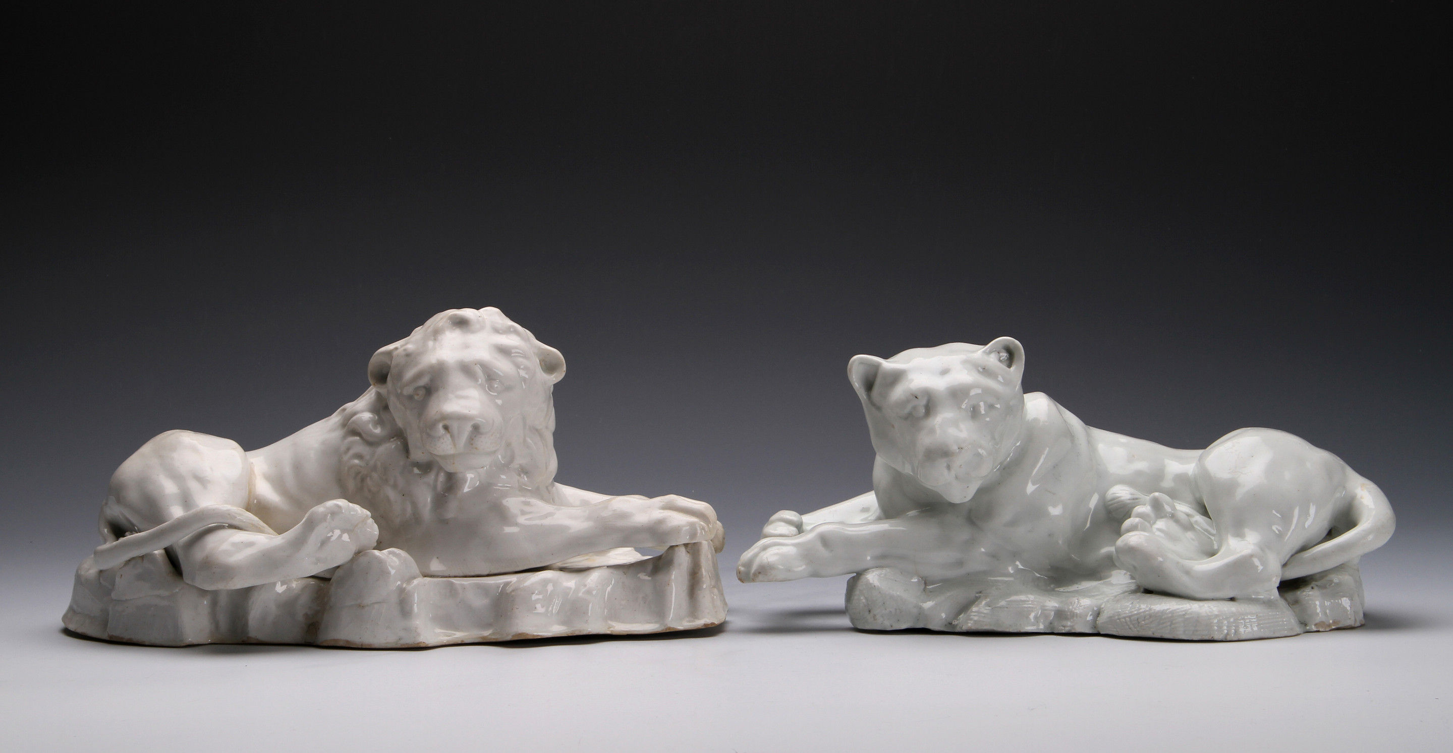 A LARGE PAIR OF BOW FIGURES OF A LION AND LIONESS