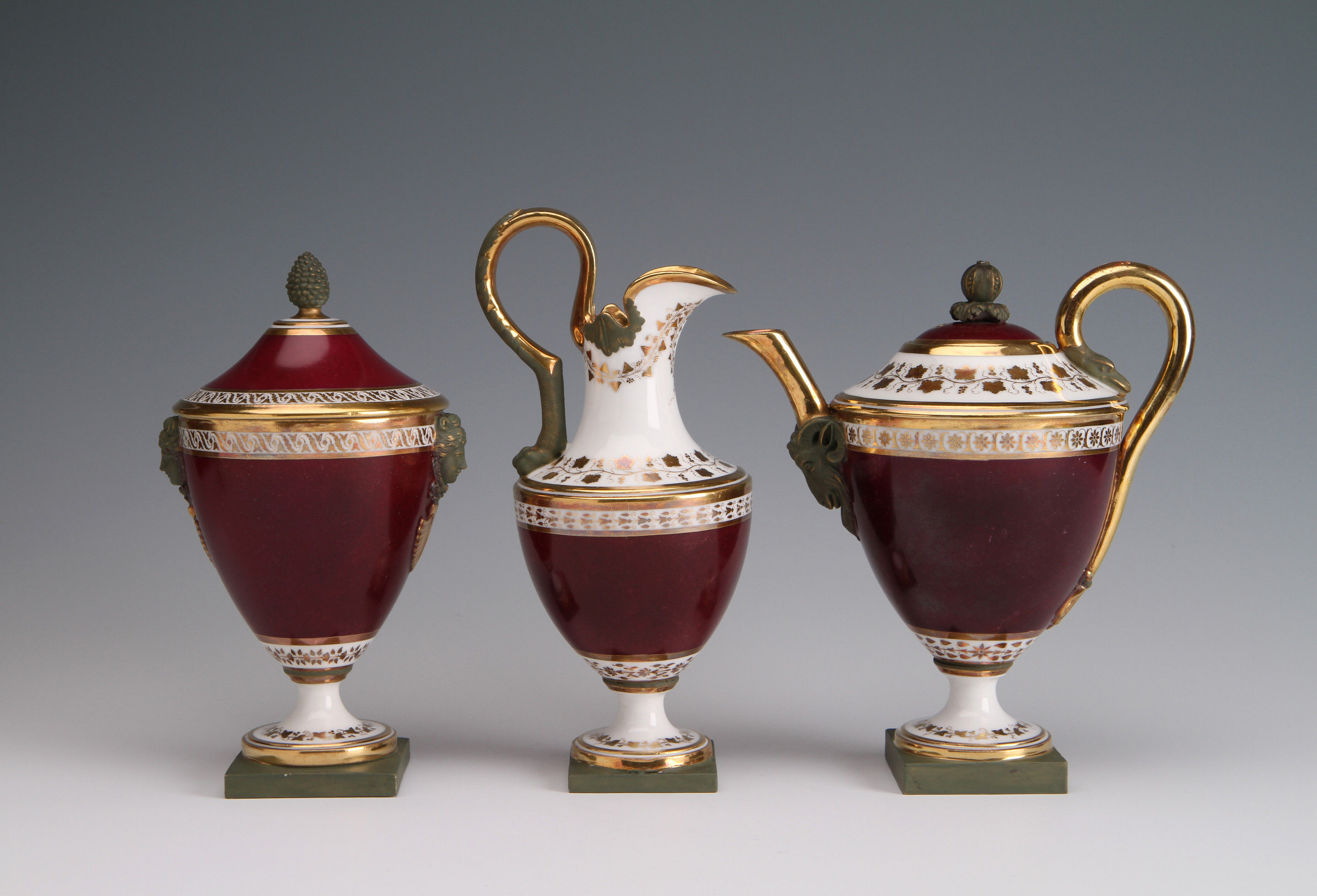 A Paris Porcelain Guérhard & Dihl part Tea Service