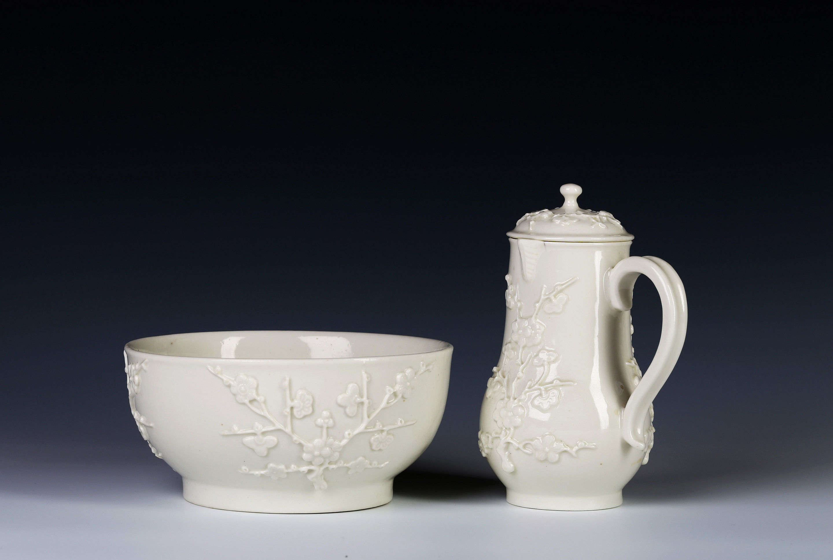 A Saint-Cloud Prunus-Moulded Covered Jug and Basin